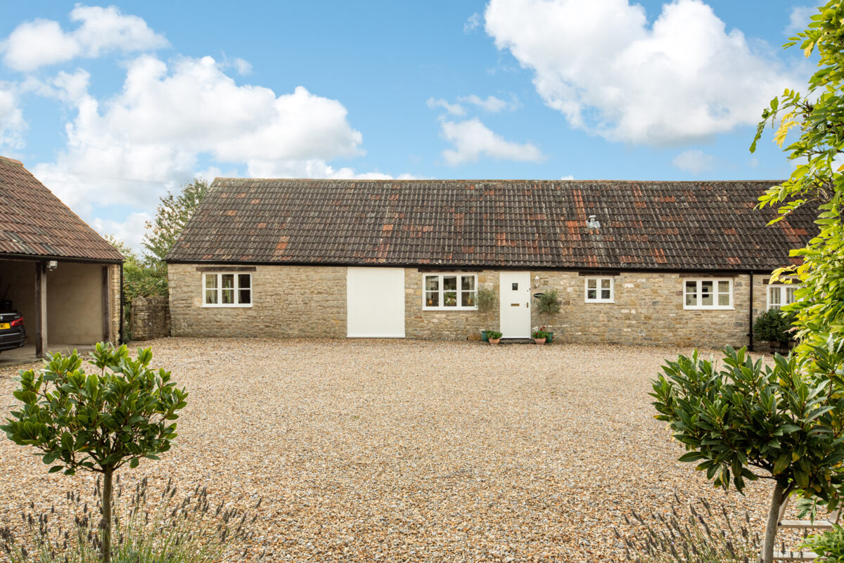 Solid Stone 2/3 Bedroom Barn Conversion. Stunning Location